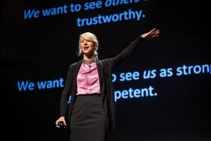Amy Cuddy während ihres Auftritts bei TED Talks