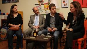Alexander Schröder moderiert eine Veranstaltung des Berliner Pub Talk